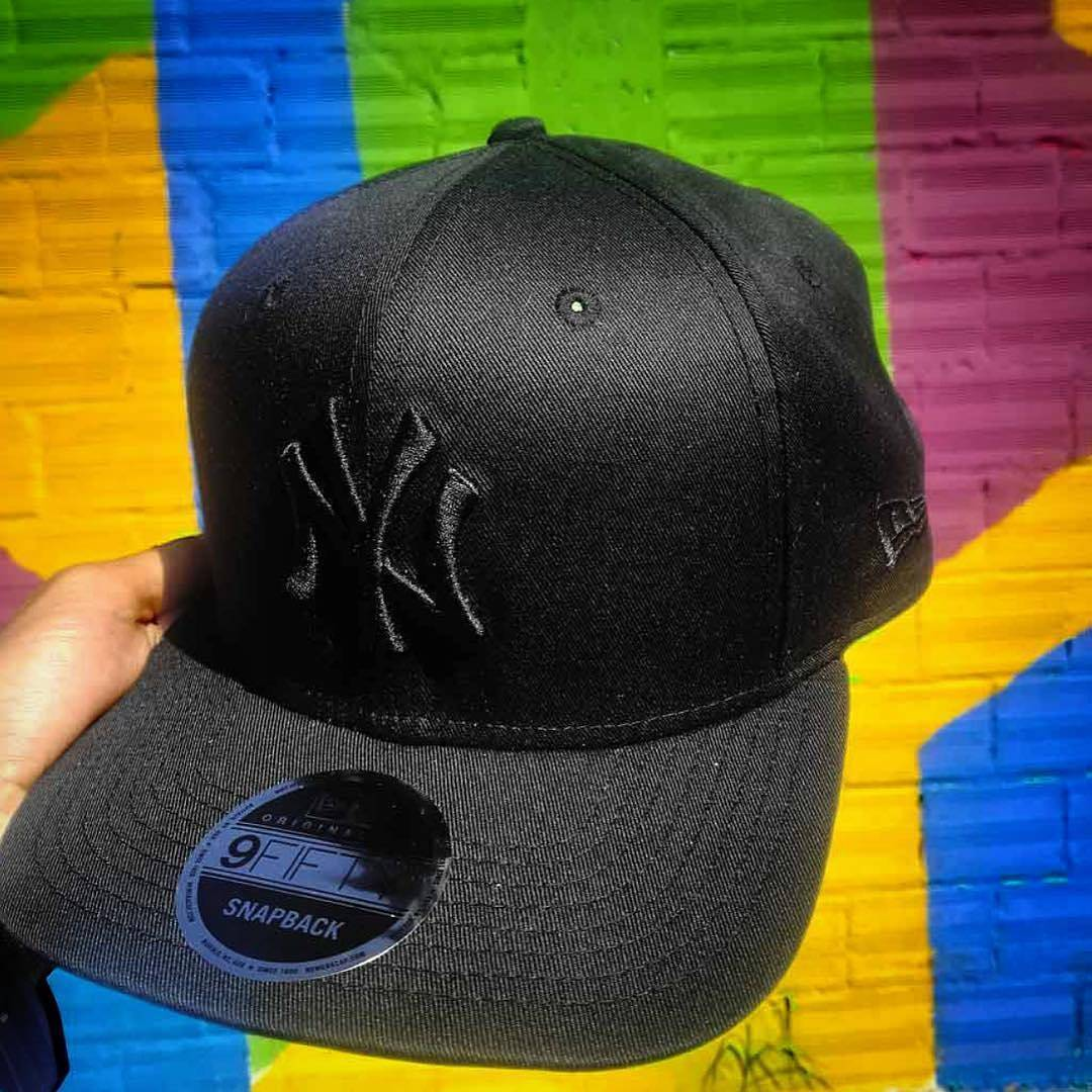 New Era black/black NY Yankees 9FIFTY adjustable snapback