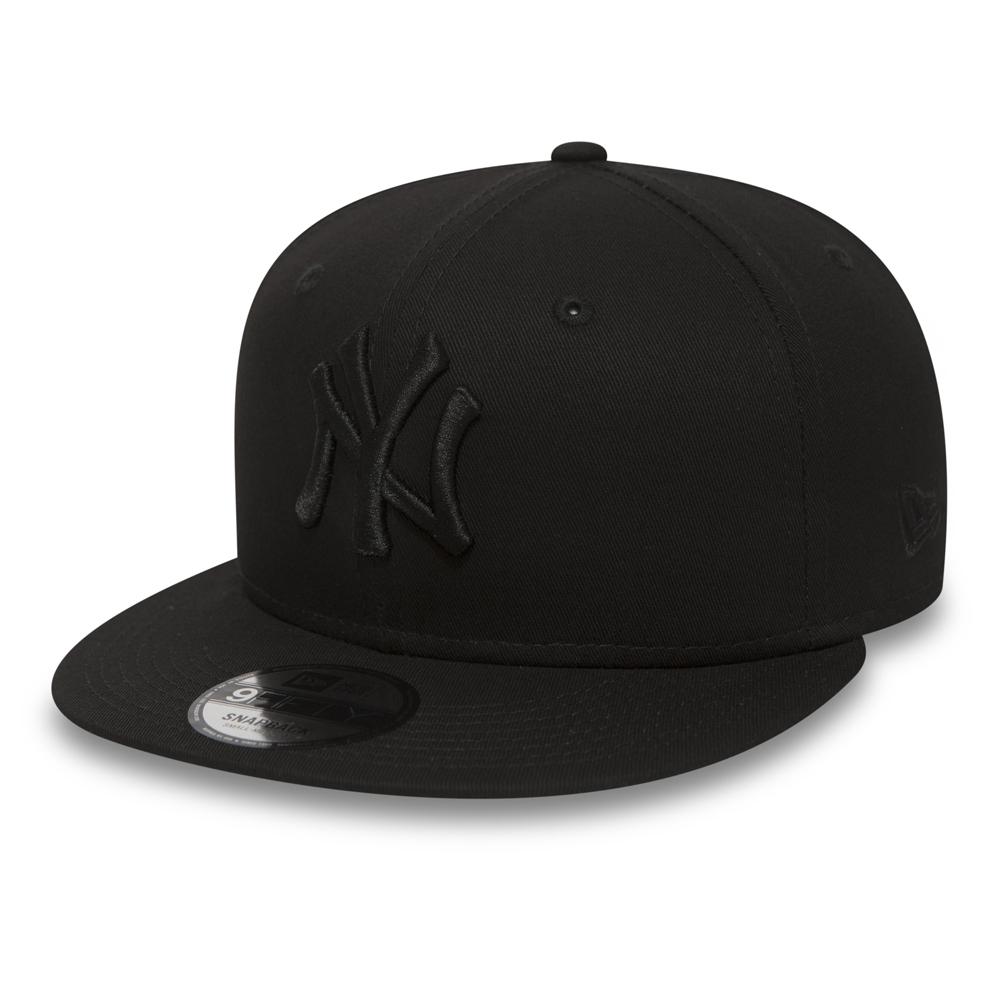 0817609e3b1 NY Yankees Black on Black 9FIFTY Snapback