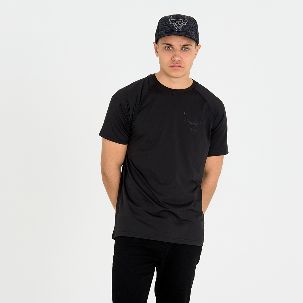 Chicago Bulls Engineered Fit Black Tee 65e56c831a61