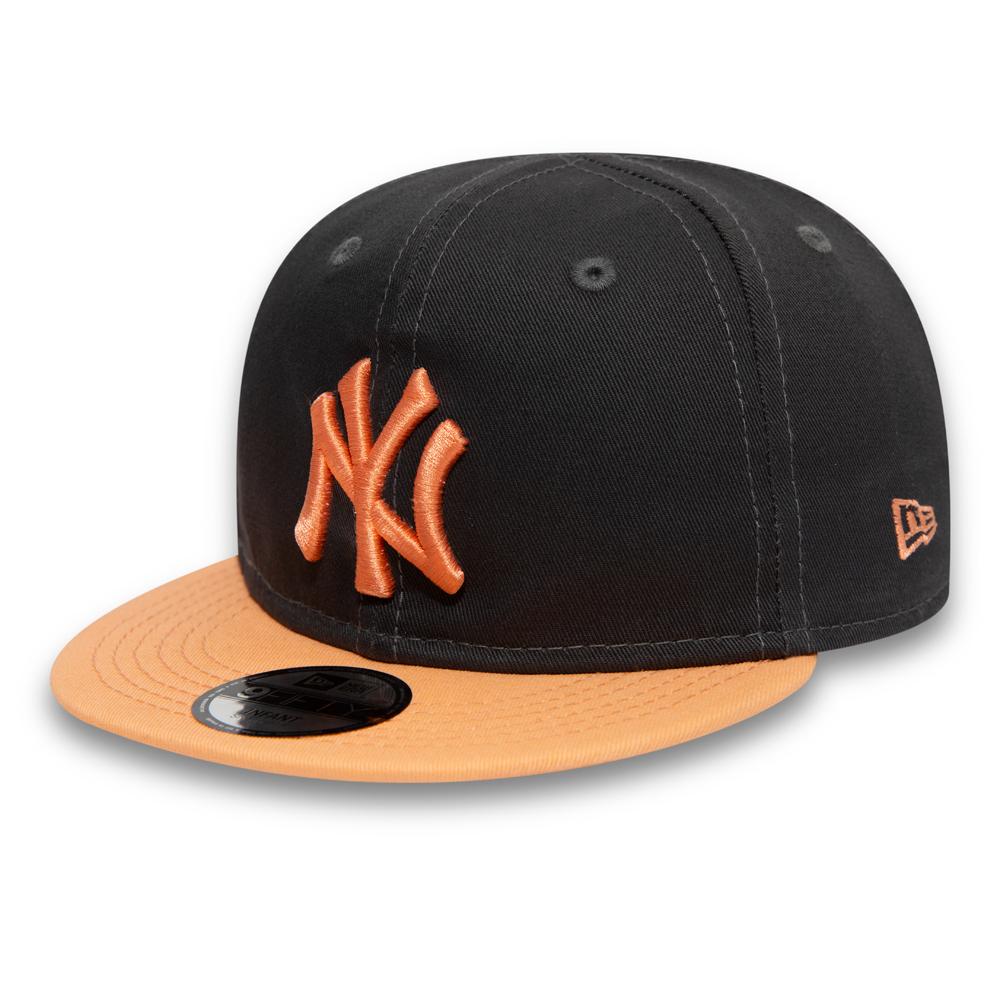 c184b6e774c New York Yankees Kids Essential Graphite 9FIFTY Snapback